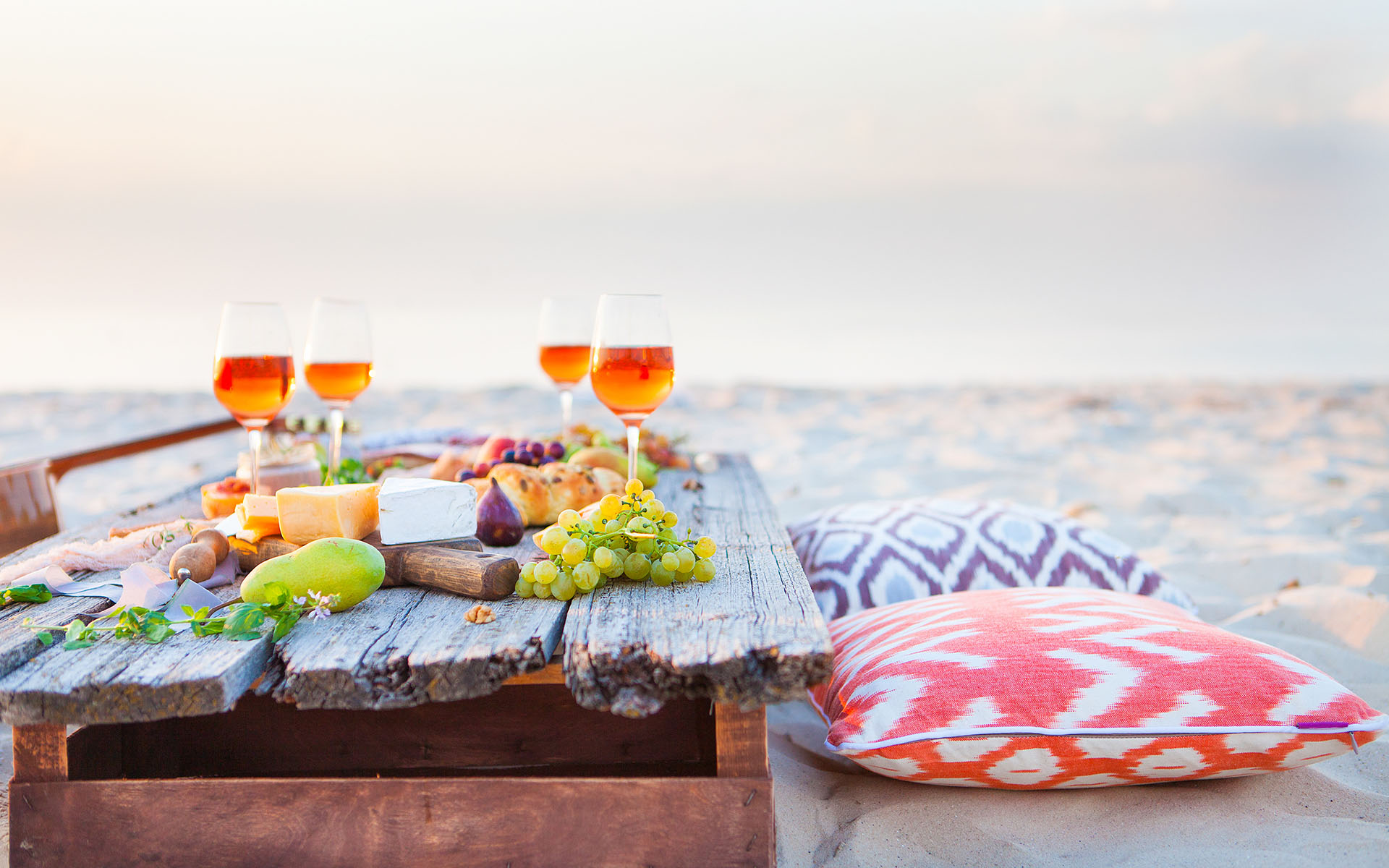 wine-plus-beach-picknick